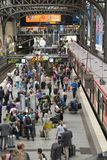 Trains à la station principale du ` s de Hambourg Image libre de droits