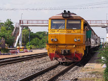 Trains attendant des passagers Image libre de droits