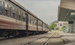 Trains au Vietnam sur la grande station photos stock