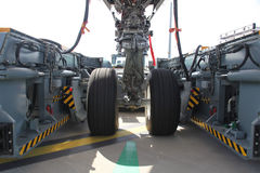 Trains d'avion dans le véhicule de traction Photographie stock libre de droits