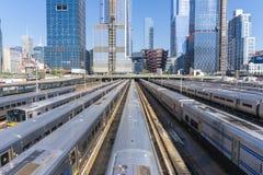 Trains dans l'horizon de Hudson Yards et de Manhattan Photographie stock