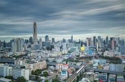 Trains de ciel dans la ville de Bangkok Photos stock