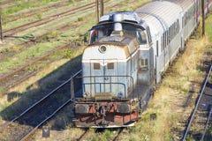 Trains de Roumain dans le dépôt photo libre de droits