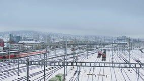 Trains et voies ferrées dans la neige clips vidéos