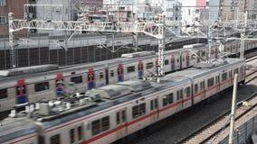 Trains passant sur des rails, dans la ville de Séoul, la Corée du Sud banque de vidéos