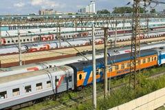 Trains restant sur le chemin de fer Images libres de droits
