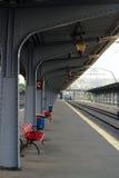 Trainstation väntande gränd Royaltyfria Bilder