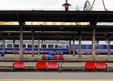 Trainstation väntande gränd Arkivbilder