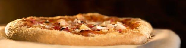 Traitement au four de pizza Photographie stock
