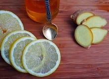 Traitement commun pour le rhume de cerveau - citron, gingembre, miel images stock