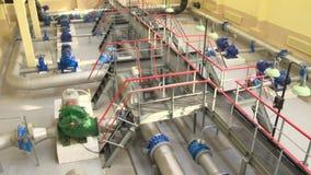 Traitement d'eau potable utilisant l'ultra-filtration dans la plante aquatique Tir de panorama clips vidéos