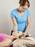 Traitement d'ostéopathie Image libre de droits