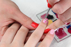 Traitement de beauté des ongles Photos libres de droits