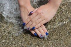 Traitement de beauté des ongles, manucure Photo stock