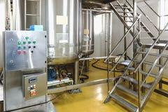 Traitement de l'eau ou pièce de distillation Photographie stock libre de droits