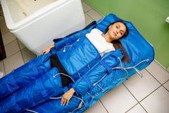 Traitement de Pressotherapy - massage lymphatique de drainage cosmétologie Non-chirurgicale de matériel image stock