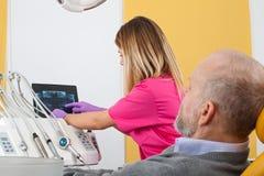 Traitement dentaire, rayon X photographie stock