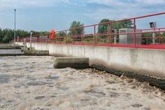 Traitement des eaux usées, usine, aération des eaux usées Photos stock