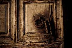 Traitement et heurtoir de trappe de fer Images stock