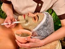 Traitement facial de peau de masque de collagène Femme agée 50-60 années Photos stock