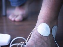 Traitement main-bras patient de physiothérapie de poignet Image libre de droits