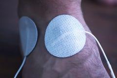 Traitement main-bras patient de physiothérapie de poignet Photos libres de droits