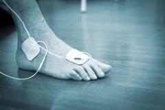 Traitement patient de physiothérapie de jambe de cheville de pied Photos stock