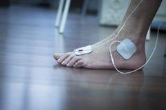 Traitement patient de physiothérapie de jambe de cheville de pied Photo stock
