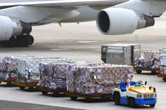 Traiter de bagages d'aéroport photo libre de droits