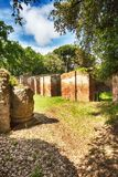 Trajan和Claudius港的自然和罗马帝国考古学挖掘  免版税库存图片