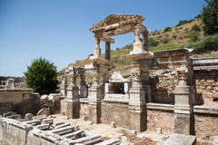 Trajan喷泉在以弗所古城 库存照片