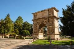 Trajan曲拱在贝内文托意大利 免版税图库摄影