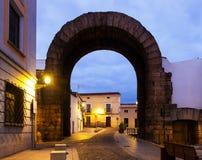 Trajan曲拱在黎明的 梅里达 库存照片
