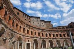 Trajan forum marknadsf?r komplexet i Rome arkivbild
