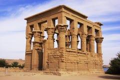 Trajan kiosk, Philae tempel, sjö Nasser Royaltyfri Fotografi