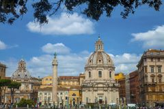 Trajan ` s专栏在罗马 免版税库存图片