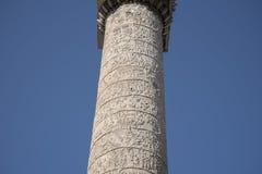 Trajan ` s专栏是一个罗马凯旋式专栏在罗马,意大利 库存照片