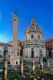Trajan ` s论坛和Catholi的废墟的垂直的看法 免版税库存图片