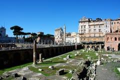 Trajan` s Forum met kerken Santa Maria di Loreto en Santissim stock afbeelding