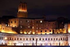 Trajans Forum nachts Lizenzfreie Stockfotografie