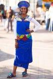 Traje africano del tradional de la mujer Fotos de archivo libres de regalías
