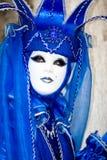 Traje azul en el carnaval de Venecia Fotografía de archivo libre de regalías