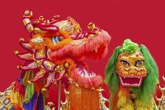 Traje chino del león y de la danza del dragón Fotos de archivo