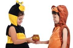 Traje de la abeja y traje del oso Imagenes de archivo
