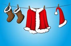 Traje de la Navidad en cuerda para tender la ropa Fotos de archivo
