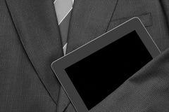 Traje de negocios del primer con la tableta Foto de archivo libre de regalías