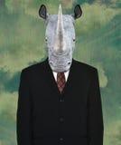 Traje de negocios surrealista, rinoceronte de la fauna Imagen de archivo