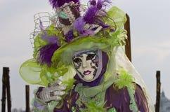 Traje decorativo lleno en el carnaval de Venecia Foto de archivo