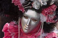 Traje decorativo lleno en el carnaval de Venecia Fotos de archivo