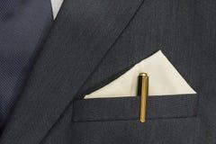 Traje del ` s de los hombres de negocios con un bolsillo y un lazo En el bolsillo allí yo imagen de archivo